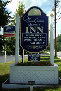 North Conway Mountain Inn Sign